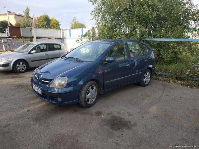 Nissan Almera Tino (2001)