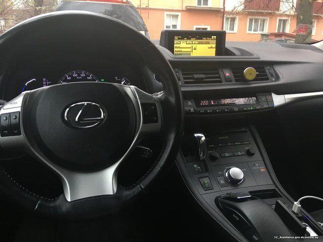 Lexus CT (2011)