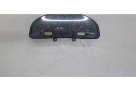 Щиток приборов (приборная панель) к Volkswagen Passat 2000